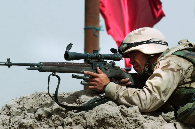 Meet The Sniper Protecting British Troops On The ISIS Frontline 38362UNILAD imageoptim GettyImages 3420145 640x426