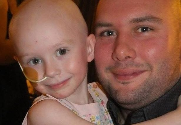 Dad Who Shared His Daughters Heartbreaking Cancer Battle Says End Is Near 42365UNILAD imageoptim A fight against Neuroblastoma 2 615x426