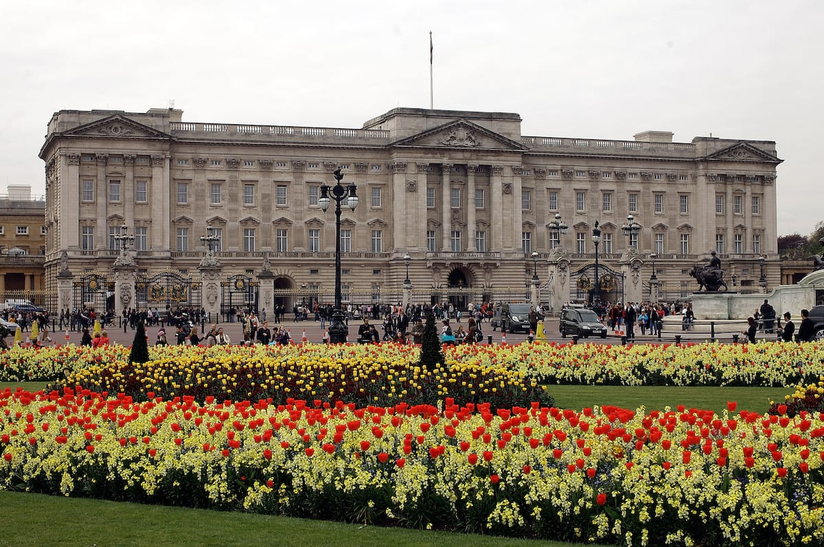 Petition Demands The Royals Pay For Their Own Palace 42474UNILAD imageoptim palace1
