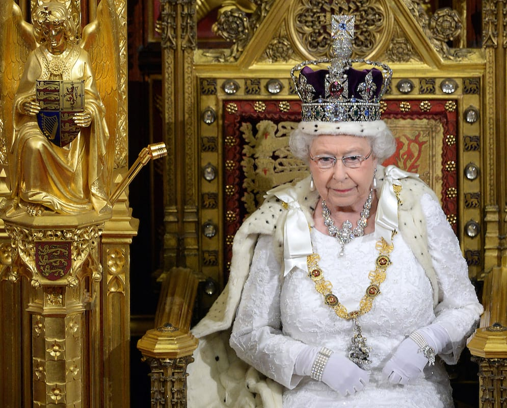 Heres How Much Money The Queen Has Given The Government 45053UNILAD imageoptim GettyImages 495527433