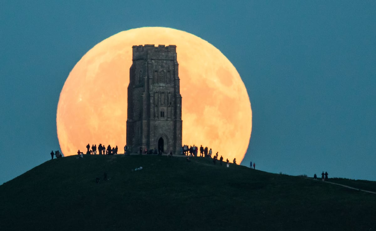 How To Photograph Tonights Supermoon So It Doesnt Look Crap 5322UNILAD imageoptim GettyImages 490323138