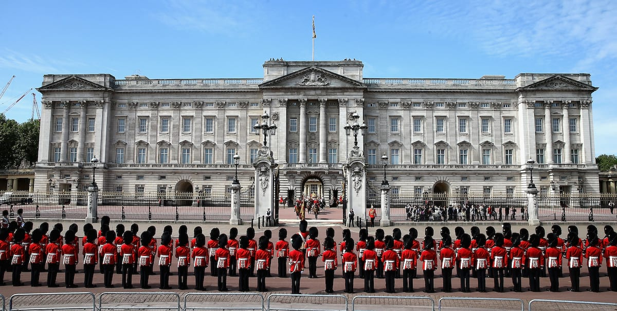 Petition Demands The Royals Pay For Their Own Palace 58397UNILAD imageoptim palace2
