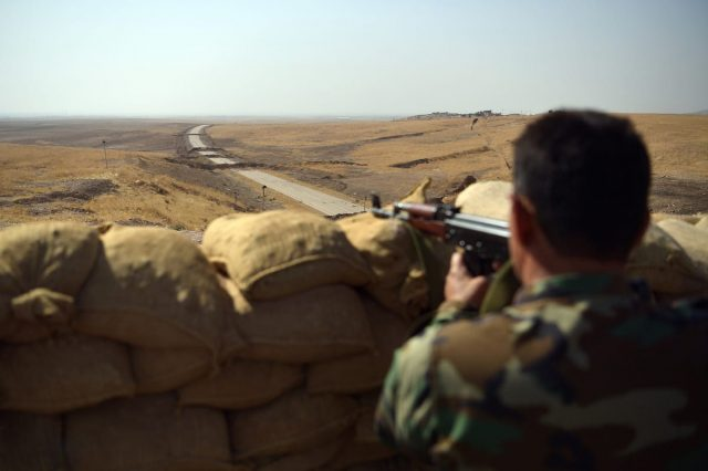 Meet The Sniper Protecting British Troops On The ISIS Frontline 58713UNILAD imageoptim GettyImages 615646968 640x426