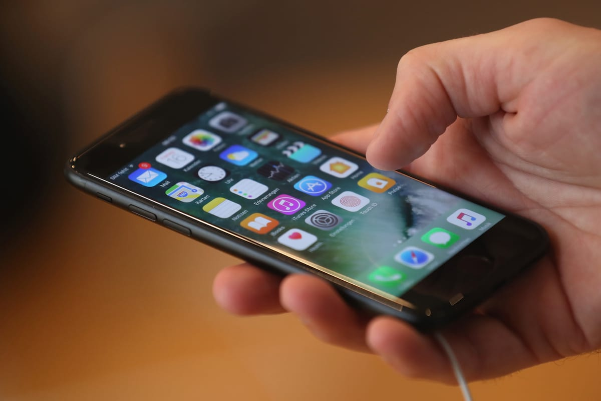 Theres A Video Going Round That Will Crash Your iPhone 64491UNILAD imageoptim GettyImages 606021900