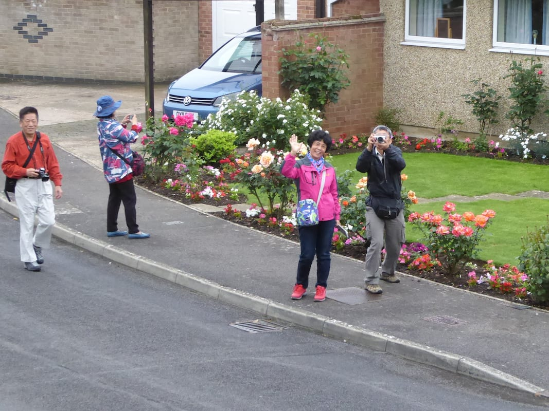 Mystery Of Why Chinese Tourists Flock To Quiet English Village Solved 7813UNILAD imageoptim SWNS CHINESE TOURISTS 023