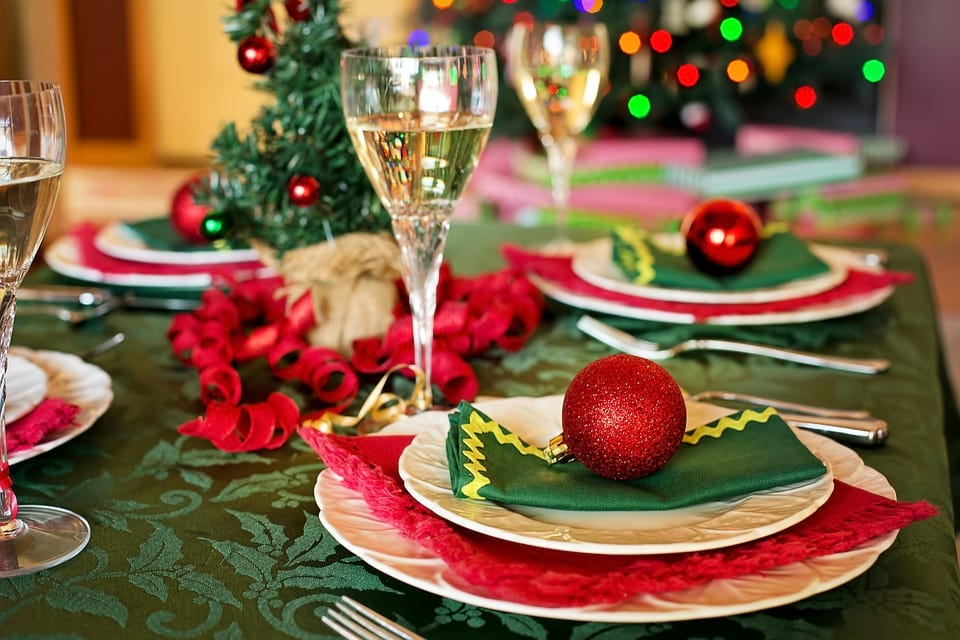 These Places Are Doing Free Christmas Dinners For The Lonely And Homeless 15048UNILAD imageoptim pixabay