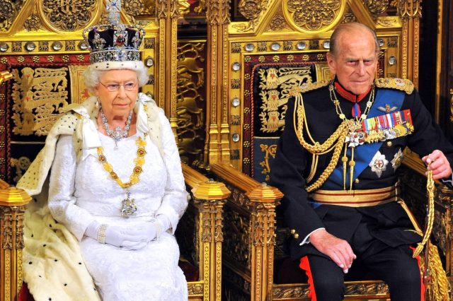 The Queens Illness Mystery Deepens As Buckingham Palace Refuse To Comment 15850UNILAD imageoptim GettyImages 495538417 640x426