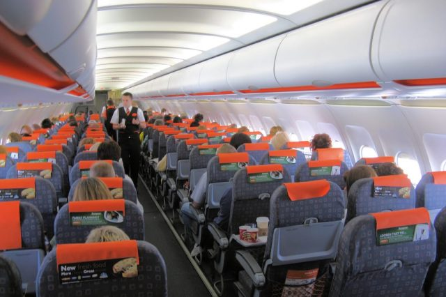 Pilot Reveals Why They Dim The Lights On A Plane For Takeoff And Landing 19730UNILAD imageoptim Easyjet a319 interior in flight arp 640x426