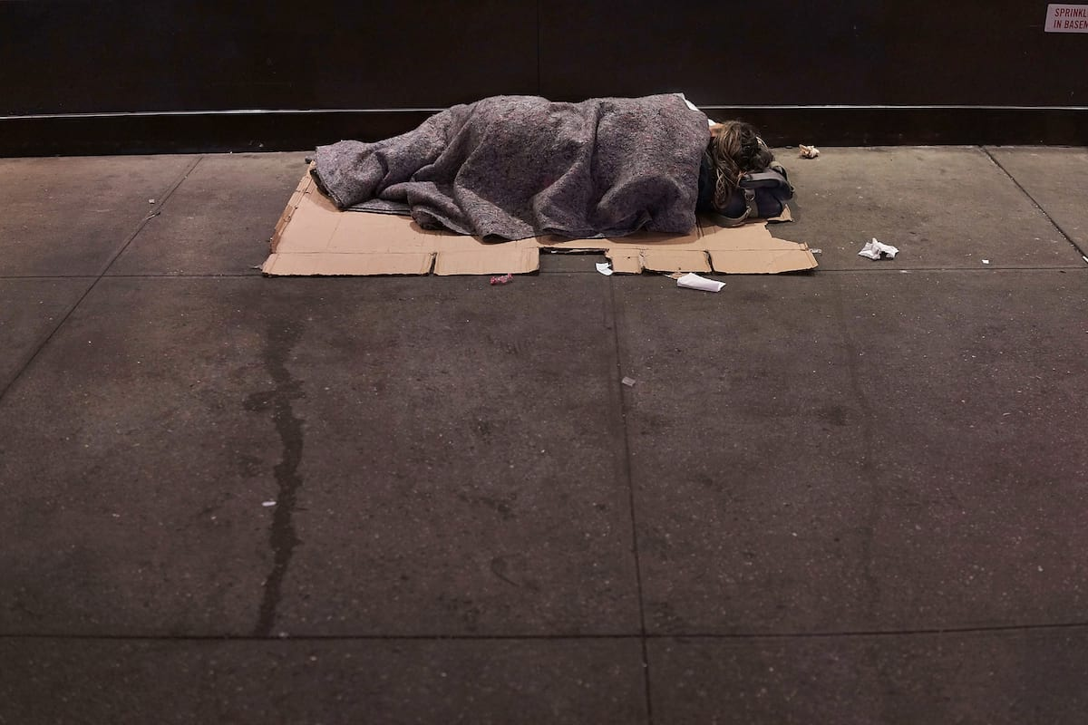 This Is What Its Like To Be Homeless At Christmas 21534UNILAD imageoptim GettyImages 453989512
