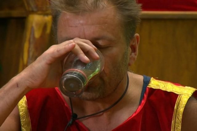 martin-roberts-swears-at-ant-and-dec-during-im-a-celeb-task-ts_-00_00_19_09-still006