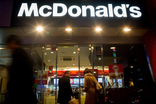 Heres How You Can Get Free Food From McDonalds 29247UNILAD imageoptim GettyImages 461114498 640x426