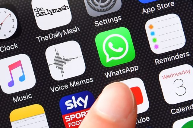 WhatsApp Is About To Stop Working On Older Phones 31716UNILAD imageoptim GettyImages 586113572 640x426