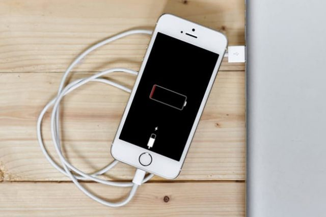 Student Invents Phone Battery That Can Last 400 Years 46988UNILAD imageoptim lowbattery phone pexels 640x426