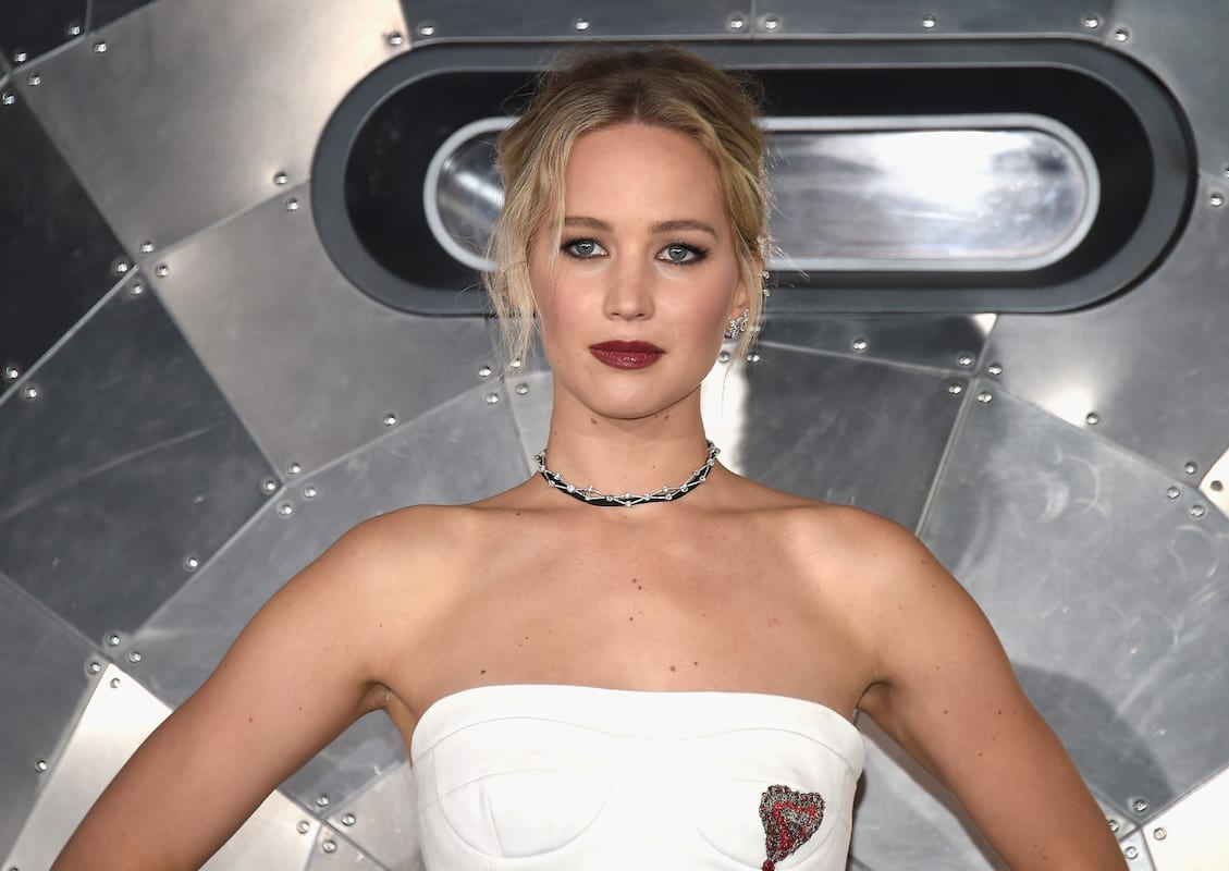 Jennifer Lawrence Ruins Cute Photo By Taking A P*ss 61290UNILAD imageoptim GettyImages 629889988