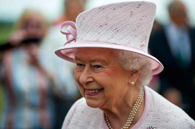 The Queens Illness Mystery Deepens As Buckingham Palace Refuse To Comment 64385UNILAD imageoptim GettyImages 546979748 640x426