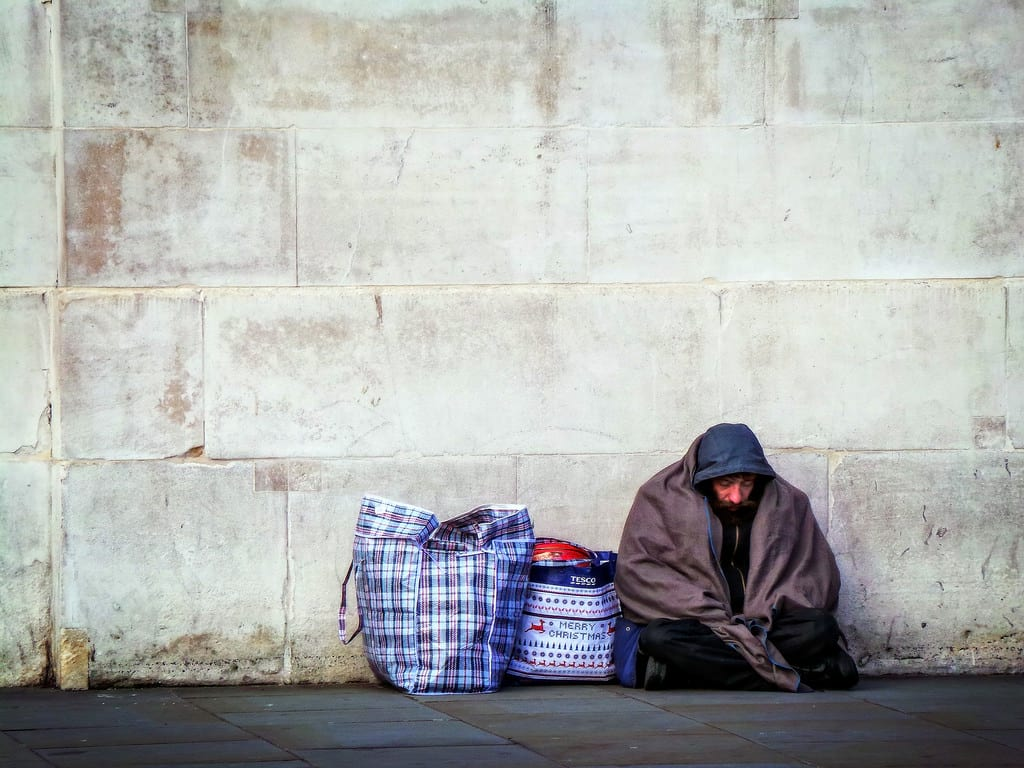 These Places Are Doing Free Christmas Dinners For The Lonely And Homeless 7403UNILAD imageoptim flickr Garry Knight
