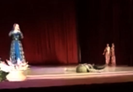dancer-dies-on-stage-web