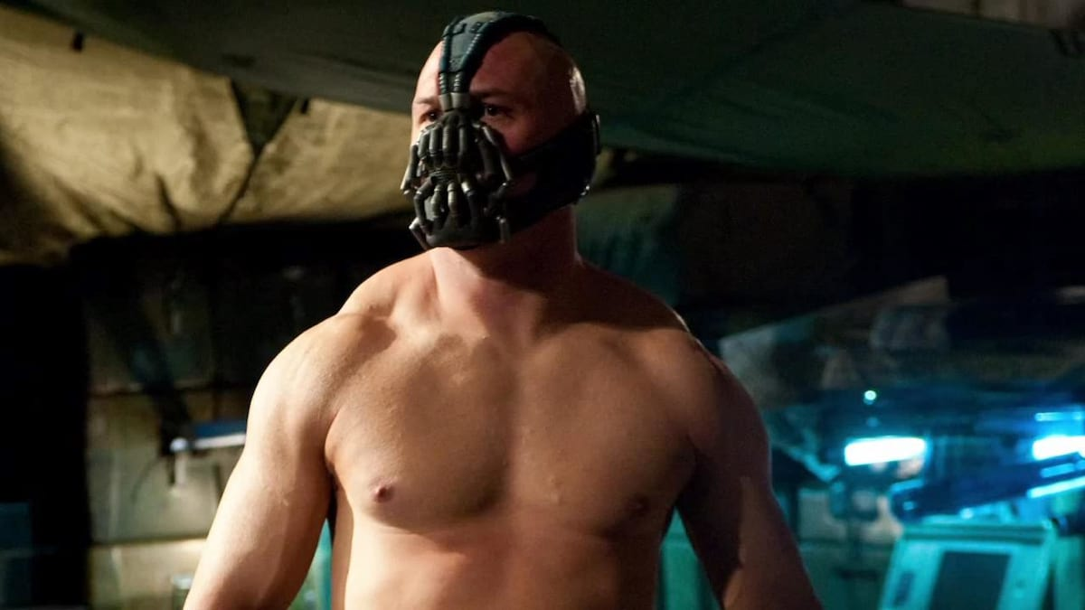 Hidden Plot Details Revealed By First Look At Tom Hardy In Venom 14198UNILAD imageoptim tom hardy bane