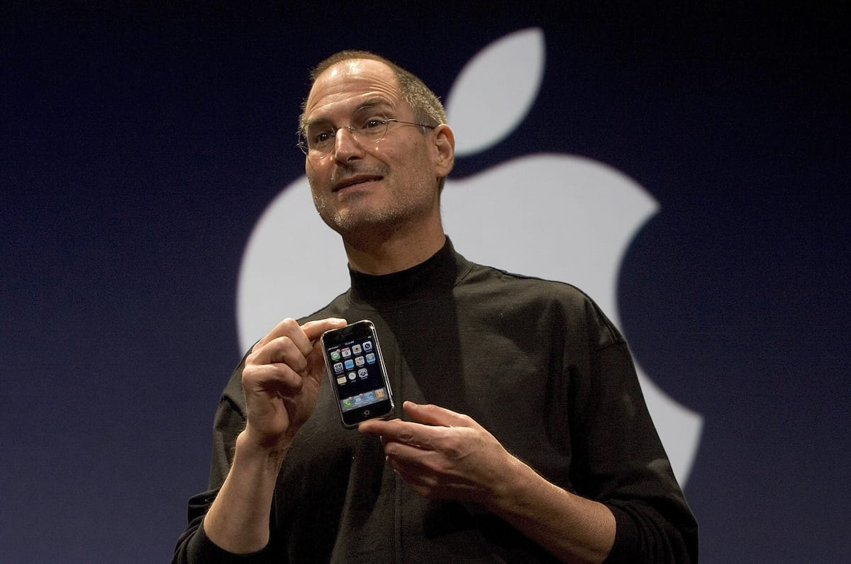 Watch Steve Jobs Introduce The Very First iPhone Ten Years Ago Today 1476UNILAD imageoptim GettyImages 72955624