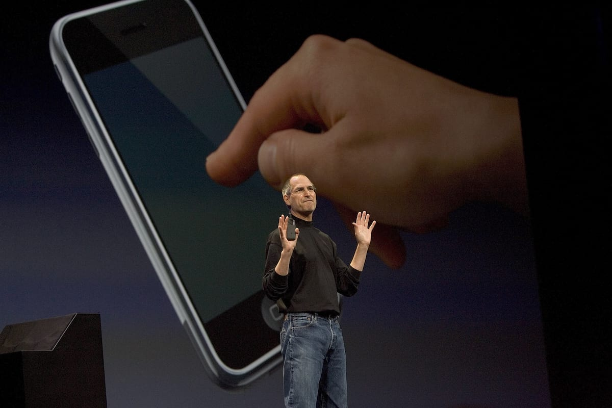 Watch Steve Jobs Introduce The Very First iPhone Ten Years Ago Today 23880UNILAD imageoptim GettyImages 72956445