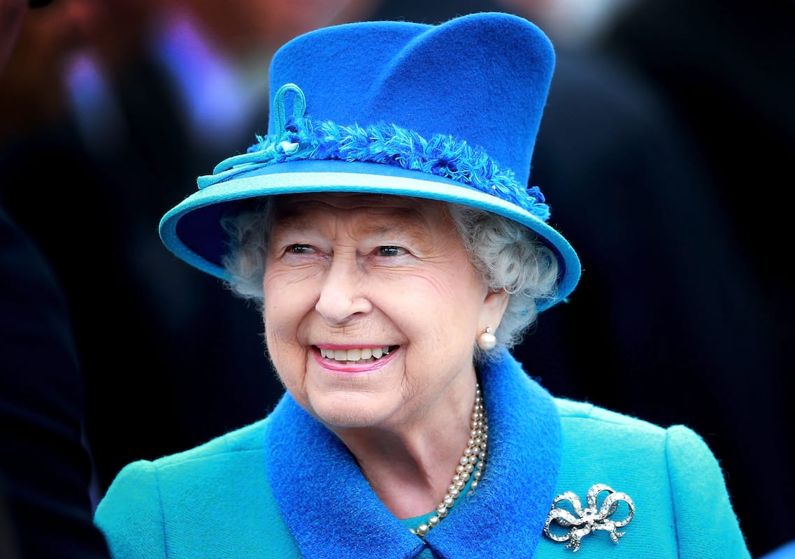 Queen Almost Shot By Guardsman While Taking A Walk 53684UNILAD imageoptim GettyImages 487366160