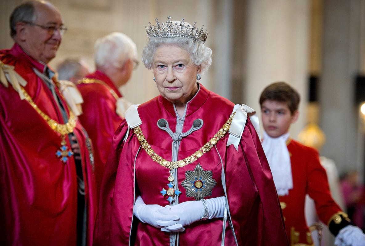 Queen Almost Shot By Guardsman While Taking A Walk 62207UNILAD imageoptim GettyImages 140841375
