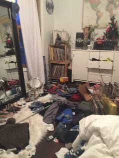 Teen Shares Nope Photo After Being Impaled By Plug In Messy Bedroom