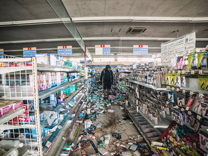 Guy Sneaks Into Fukushima Red Zone To Take Incredible Pictures fukushima 11