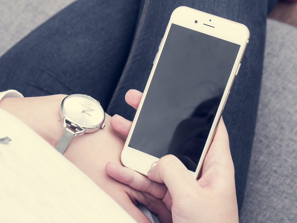 People Whore Always On Their Phones More Likely To Be Depressed iphone 1032781 960 720