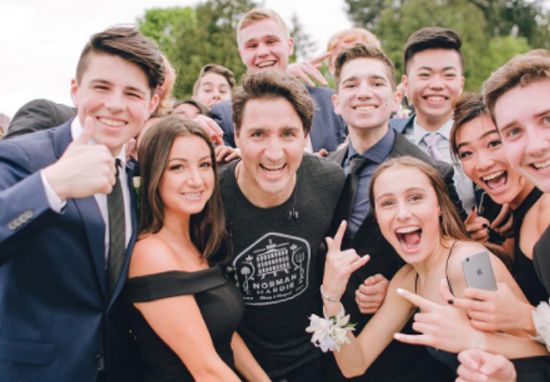 Justin Trudeau Photobombs Students' Prom Picture