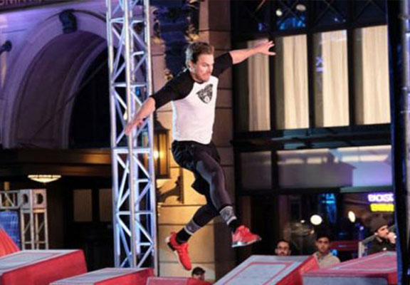 'Arrow' Star Stephen Amell Absolutely Smashed The Ninja Warrior Course