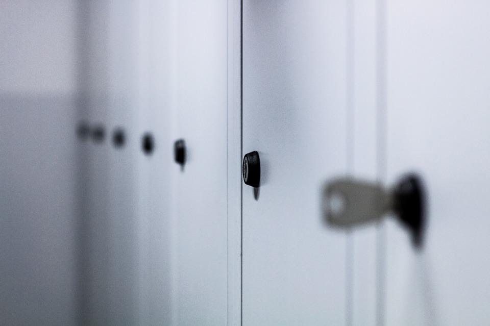 These Are The Inappropriate Things Teachers Did In The 90s That Are Illegal Now lockers2