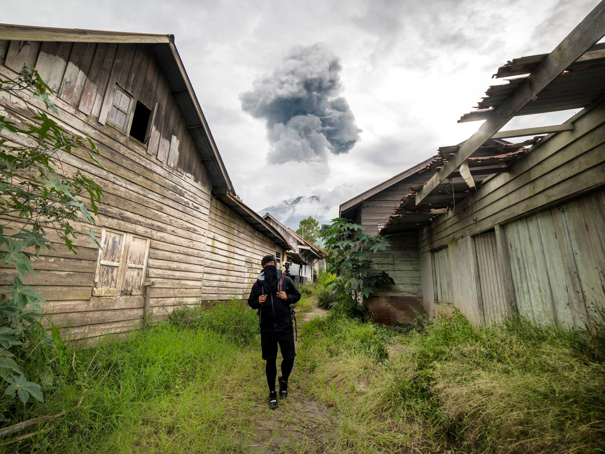 Guy Sneaks Into Abandoned Volcano Town And Takes The Most Incredible Photos