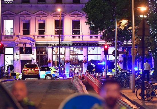 Police Officer Stabbed In Head, Face And Leg As He Responded To London Terror Attack