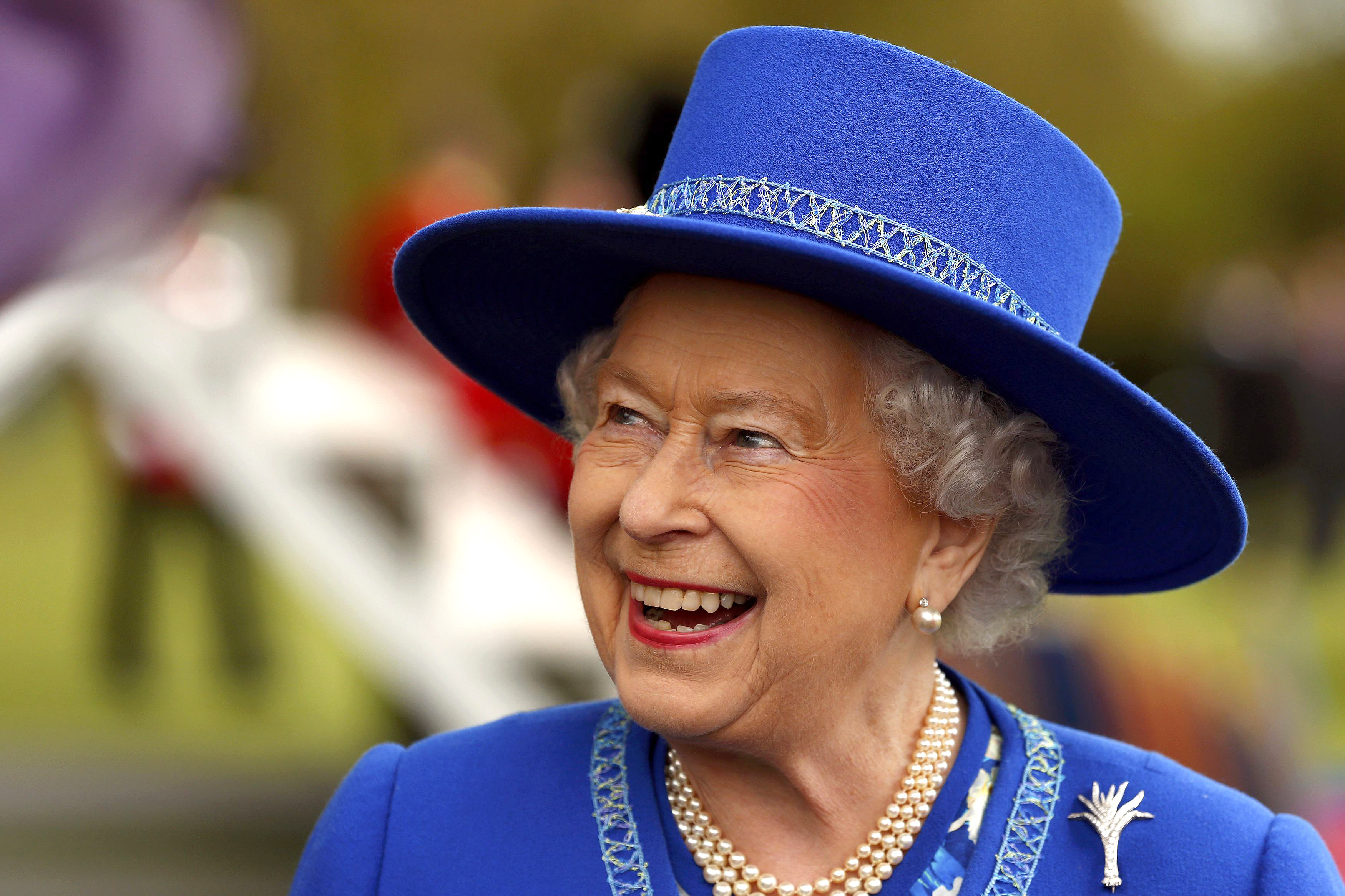 people spot secret message on the queen s outfit. Black Bedroom Furniture Sets. Home Design Ideas