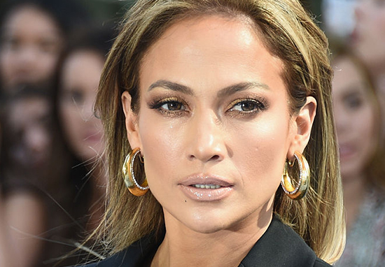 Jennifer Lopez Relentlessly Trolled After 'Photoshopping Her Abs'