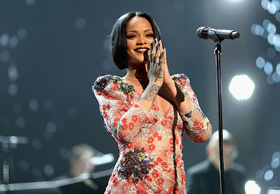 Rihanna Biography, Instagram, Age, Songs, Movies, Real Name, Birthday and Net Worth rihannaWEBTHUMBNEW