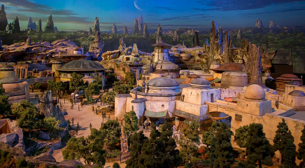 Disney Give Preview Of Star Wars Land 49d135645968e6cf7cbd93b9f5adfa8f