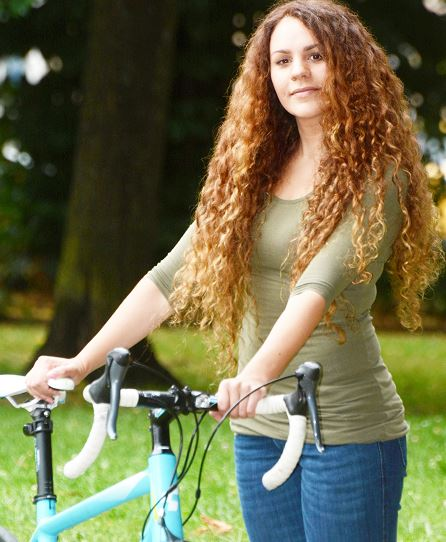 Woman Steals Own Bike Back Off Thieves After Seeing Ad For It Online Capture frfr