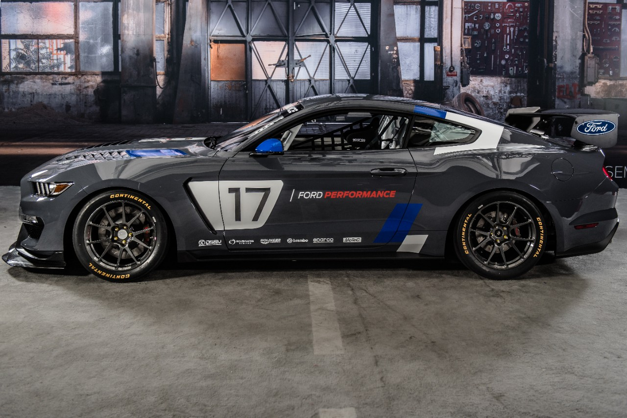 Mustang-GT350R-C4-Ford-Performance-1