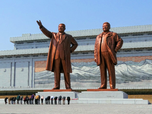 Defected North Korean Nuclear Scientist Kills Himself After Being Forced To Return From China North Korea statues 624x468