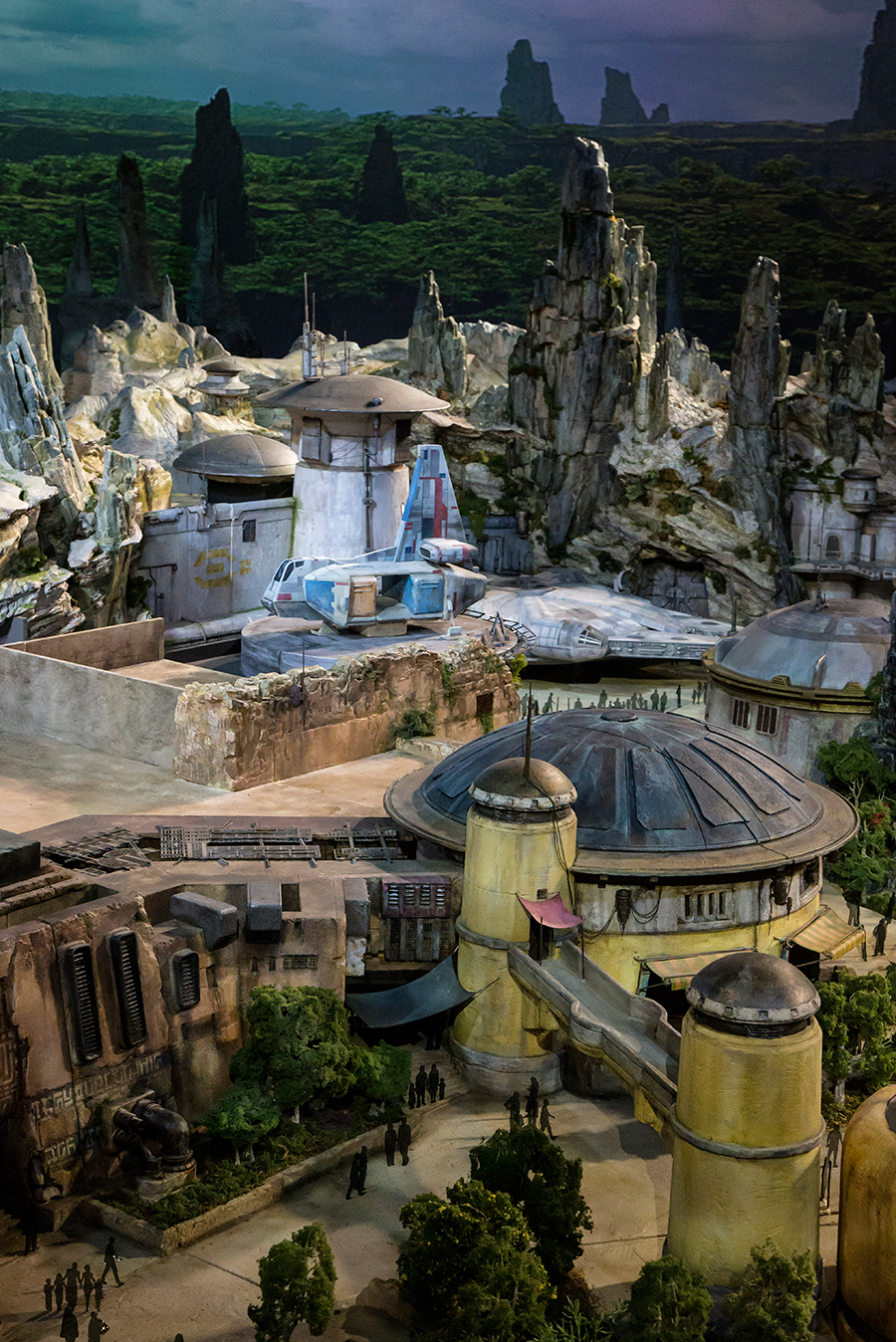Disney Give Preview Of Star Wars Land sdjlfh10381