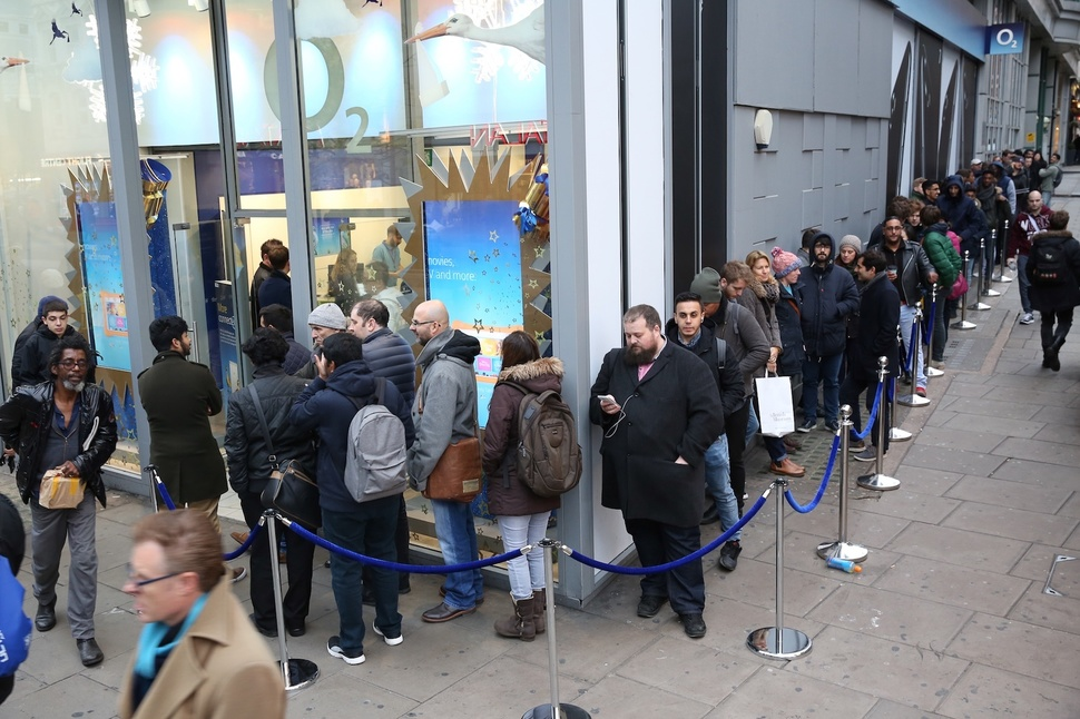 OnePlus queue O2 UK