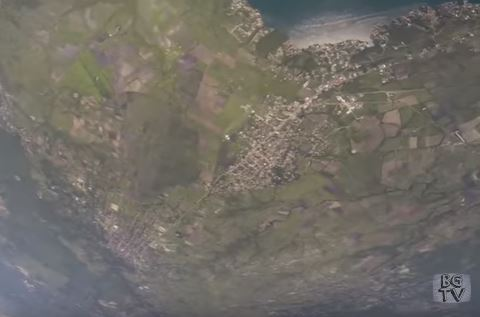 Guy Falls 15,000 Feet To The Ground After His Parachute Failed Capturer5jj