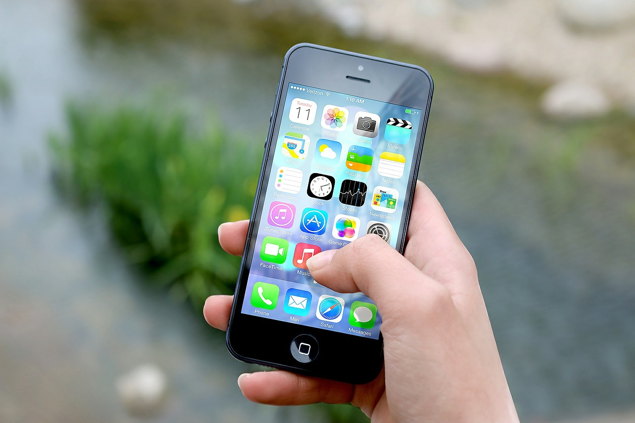 Millennials Are Addicted To Tracking Lives With Tech, Study Shows iphone 410311 1280