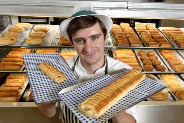 Morrisons Selling Foot Long Sausage And Its Only 85p sausage roll 08e e1502098784926