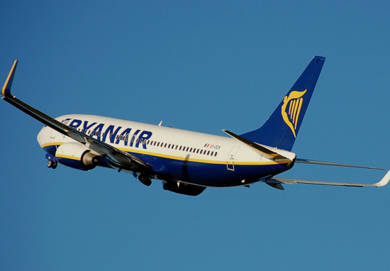 ryanair plane flying