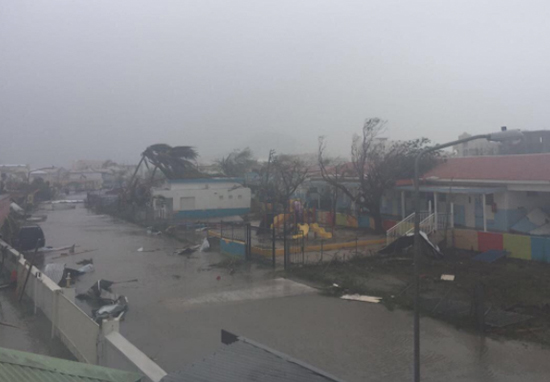 World famous airport and entire caribbean island destroyed - Intire decrution ...