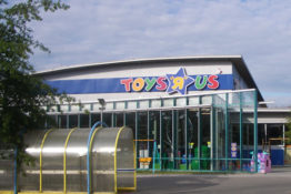 Toys R Us front