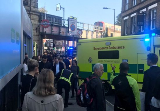 Knifeman On The Run In London As Police Find Second Device Twitter